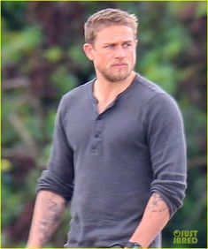 Charlie Hunnam & Oscar Isaac Continue Filming 'Triple Frontier' in Hawaii