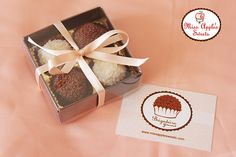 Gift Box 4 Brigadeiros Cake Boxes Packaging, Baking Packaging, Biscuits Packaging, Chocolate Shop, Chocolate Gifts, Homemade Chocolate, Chocolate Lovers, Truffle Boxes, Gift Box Design