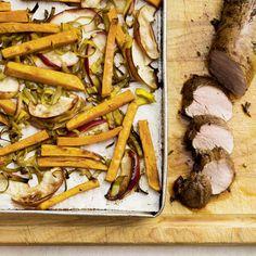 Porc, patates douces et pommes rôties au balsamique—Voir la recette Confort Food, Sheet Pan, Food Inspiration, Four, Plaque, Favorite Recipes, Beef, Meals, Ajouter