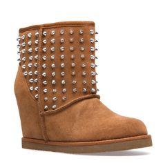 studded snuggle boots. Design works No.1488 |2013 Fashion High Heels|