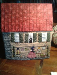 La trapera de Amelia patchwork: casita funda máquina de coser