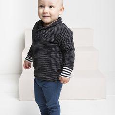SILMU neulossvetari, musta - vanilja | NOSH verkkokauppa | Tutustu nyt lasten syksyn 2017 mallistoon ja sen uuteen PUPU vaatteisiin. Ihastu myös tuttuihin printteihin uusissa lämpimissä sävyissä. Tilaa omat tuotteesi NOSH vaatekutsuilla, edustajalta tai verkosta >> nosh.fi (This collection is available only in Finland)