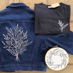Fein bestickte kleidung embroidery embroidery fashion, embroidery и embroid Embroidery Monogram, Hand Embroidery Designs, Diy Embroidery, Bordado Floral, Diy Vetement, Painted Clothes, Embroidered Clothes, Embroidery Fashion, Diy Shirt