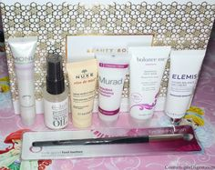 Here is my review and unboxing of the LookFantastic October 2015 beauty box, their first Christmas box.