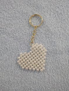 Beaded Crafts Beaded Ornaments Plastic Canvas Patterns Tempo Beaded Sandals Bead Jewelry Keychain Ideas How To Make Crafts Decorated Flip Flops Pearl Crafts, Beaded Crafts, Jewelry Crafts, Bead Jewellery, Beaded Jewelry, Handmade Jewelry, Jewelry Patterns, Beading Patterns, Motifs Perler