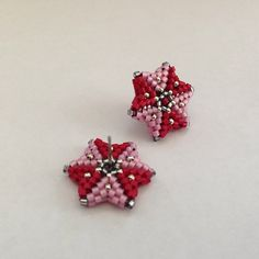 #earrings #handmade #red #pink #silver #delica #delicas #delicabeads #bead #beads #beaded #beading #peyote #peyotestitch #herringbone #herringbonestitch