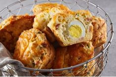 Meet the most epic breakfast of all time: bacon, egg and cheese muffins. All you need is a jumbo muffin tin and a big appetite. High Protein Breakfast, Breakfast Muffins, Breakfast Ideas, Breakfast Healthy, Morning Breakfast, Breakfast Club, Brunch Ideas, Jumbo Muffins, Cheese Muffins