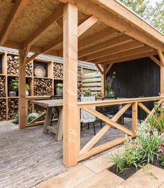 5 redenen om te kiezen voor een overkapping in de tuin - Eigen Huis en Tuin Camping Glamping, Garden Inspiration, Outdoor Living, Porch, Pergola, Outdoor Structures, Diy, Ideas, Balcony