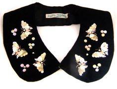 1950年代 白蝶貝の蝶ちょ刺繍のブラックベルベット付け襟 - Antique Vintage Jewelry.com fromUK