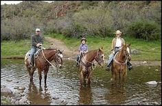 Phoenix, Arizona horseback riding in Cave Creek is at Spur Cross Stables – horseback riding stables providing horse trail riding for Phoenix, Scottsdale and Cave Creek.