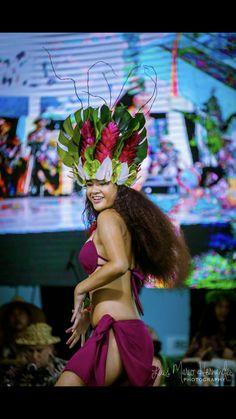 Courtney Mesi @ Heiva San Diego 2018 Fresh headpiece & neckpiece, handmade, every piece placed and sewn by hand Polynesian Dance, Polynesian Culture, Tahitian Costumes, Tahitian Dance, Tahiti Nui, Hawaiian Woman, Hula Dance, Flower Dance, San Luis Obispo County