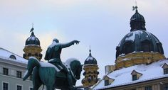 Le marché de Noël médiéval, sur la Wittelsbacherplatz, est des plus dépaysants de Munich, en Allemagne.