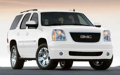 GMC Yukon....Yes, Please :) White with black rims...oh ya!