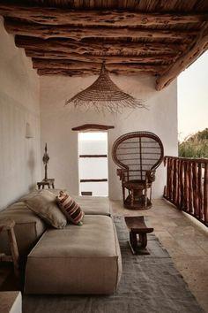 décoration exotique, lustre africain, canapé, fauteuil en paille