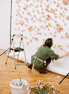 Do It Yourself Floral Wall * Floral Backdrop * poke through paper/fabric and attach water tube in the back.Inspiration: How to Make a Floral BackdropPosted on May 2015 by Danielle…Last Weekend with Lou What Wear - Jaclyn Journey Weddings - Bespoke Deco Floral, Floral Wall, Floral Theme, Wall Backdrops, Photo Backdrops, Backdrop Ideas, Ceremony Backdrop, Backdrop Wedding, Photobooth Backdrop Diy
