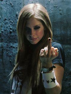 Avril Lavigne-new photo. I love to make love to you Avril Lavigne singed TYSON Sararas