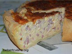 Quiche lorraine épaisse Fini la quiche lorraine plate et sans garniture, ici elle est réalisée avec une pâte maison minute et cuite dans un moule à gâteau afin d'obtenir une quiche lorraine bien épaisse et moelleuse