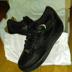 Black Nike Air force 1s Size 6.5 in men's which transfers to an 8/8.5 in women's. I've never worn them, I just bought them 3-4 days ago and I realized they aren't my type Nike Shoes Sneakers