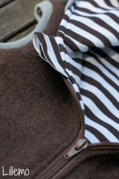 eine Weste aus Walk fürs Äpfelchen. Als Grundlage habe ich den Jackenschnitt von Klimperklein genutzt die Ärmel weg gelassen,...