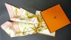 """Hermès Foulard en soie """"Caraïbes"""", rose et jaune (quelques tâches) Dans sa boîte - Aguttes - 23/05/2012"""