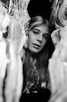 Marianne Faithfull at home in Berkshire by Bill Rowntree | October 1971