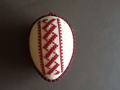 Osterei Easter Crafts, Cross Stitching, Bunt, Hand Embroidery, Sewing, Red, Embroidery Designs, Hand Crafts, Crosses