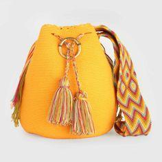 3 weeks ago Modelos de bolsos 37 Views 3 weeks ago Models of bags 37 Views Beautiful models of bags Hippie Bags, Boho Bags, Crochet Accessories, Bag Accessories, Knitting Paterns, Crochet Backpack, Ethnic Bag, Vintage Backpacks, Diy Handbag