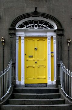 yellow DOORS - Buscar con Google