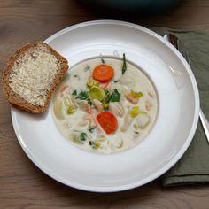 Fiskesuppe er en kjapp og enkel fiskemiddag som er lett å like. I denne oppskriften har jeg brukt torsk og pillede reker, Cheeseburger Chowder, Hummus, Soup, Simple, Ethnic Recipes, Soups