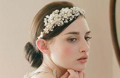 Idées de coiffure mariage serre tête cheveux courts et cheveux longs. utiliser un serre tête en strass ou plumes pour coiffure de mariée.