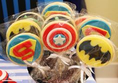 Fabiana+Moura+Projetos+Personalizados+-+super+heróis+vingadores+-+cookies+no+palito.jpg (907×643)