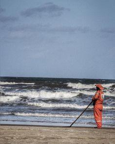 Dá uma vontade imensa de limpar esta praia. #aracaju #paraisodobaixinho #sergipe