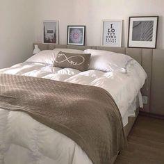 WEBSTA @ arqexpress - No quarto, a composição de branco com tons sóbrios é sempre uma boa aposta para quem quer um ambiente discreto, leve e tranquilo! ✔️ Nesse DECOREXPRESS, os quadros apoiados sobre a cabeceira estofada dão o toque final na decoração! Quer na sua casa? ✉️ Envia um e-mail para euquero@arqexpress.com.br ou acessa o nosso site arqexpress.org #arqexpress #decorexpress #vemcomarq...#arquitetura #architecture #decor #decorating #express #love #decoracao #home #inspiration…