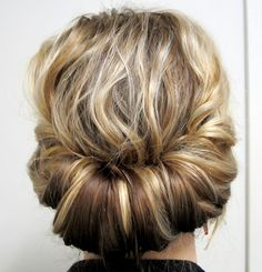 What's the Difference Between a Bun and a Chignon? - How to Do a Chignon Bun – Easy Chignon Hair Tutorial - The Trending Hairstyle Holiday Hairstyles, Spring Hairstyles, Pretty Hairstyles, Easy Hairstyles, Wedding Hairstyles, Medium Hair Styles, Curly Hair Styles, Medium Curly, Medium Long