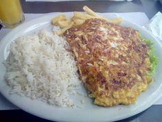 No geral um lugar muito bom, sem nada além do que se propõe, uma comida saborosa com uma coisinha ou outra que pode não agradar, lugar bem localizado e espaçoso, pra comer e sair, simples assim rs  #almoço #comida #restaurante #omelete #calabresa #linguiça #tomate #cebola #arroz #batata  Omelete com calabresa, tomate e cebola - R$23 em Dona Julieta