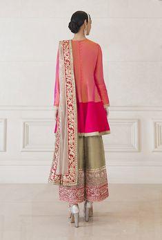 Ethnic Wear Designer, Indian Designer Outfits, Designer Dresses, Kurti Designs Party Wear, Kurta Designs, Pakistani Dresses, Pakistani Suits, Punjabi Suits, Salwar Suits