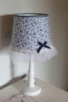 Abat-Jour romantique tissu liberty et tulle -  Shabby chic bleu et blanc Shabby Chic Bleu, Creation Deco, White Tulle, Liberty Fabric, Tulle Fabric, Decoration, Baroque, Blue And White, Etsy