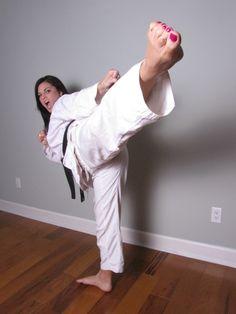 Female Martial Artists, Martial Arts Women, Karate Girl, Fitness Models, Female Fitness, Barefoot, Fit Women, Girls, Normcore