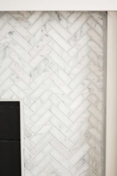 Here is the step by step process for our marble herringbone fireplace remodel … – farmhouse fireplace tile Fireplace Update, Brick Fireplace Makeover, Shiplap Fireplace, Old Fireplace, Farmhouse Fireplace, Marble Fireplaces, Fireplace Remodel, Modern Fireplace, Fireplace Backsplash