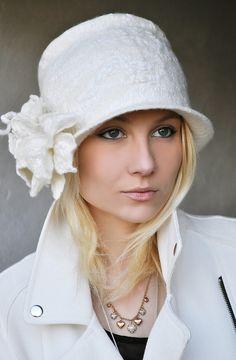 Шляпа `Bianco`. Выполнена в технике валяния шерсти из шерсти мерино и различных материалов и волокон в декоре.    _______________________________________    Цена 80 евро. Пересылка бесплатно в любую страну.