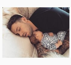 """""""Luckily there are ways to cut corners when it comes to those first few weeks, so parents can appreciate new parenthood and maybe even get some sleep"""" # Parenting baby 20 Shortcuts For Life With The Newborn Father And Baby, Dad Baby, Mom And Baby, Baby Kids, Couple With Baby, Cute Family, Baby Family, Family Goals, Family Life"""