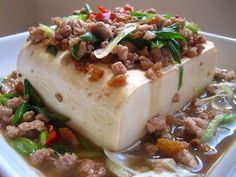 Steamed Tofu with Ground Pork - silkly tofu with generous toppings of ground pork, dried shrimp and fresh scallions. Easy Delicious Recipes, Yummy Food, Easy Recipes, Ground Pork Recipes Easy, Steam Recipes, Tofu Dishes, Steamed Tofu, Asian Recipes, Chinese Recipes