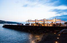 Wedding dinner on the sea #NelloDiCesarePhotography #tables #location #wedding #WeddingPlanner #photography #sea #sunset