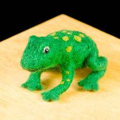 WoolPets Frog needlefelting kit. Learn the art of sculptural needle felting! Kit includes felting needles, wool roving, and step by step photo instructions that make this craft a snap. Kit makes one o