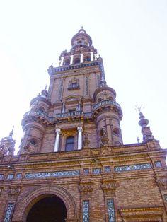 Sevilla - Parque de María Luisa - Torre de la Plaza de España.