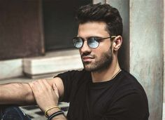 Round Sunglasses, Mens Sunglasses, Famous Singers, Mans World, Male Face, Pepe Jeans, Gq, Eyewear, Handsome