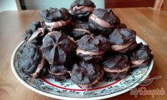 Recept Kakaós töltött falatkák Desert Recipes, Sweet Tooth, Stuffed Mushrooms, Cooking Recipes, Pudding, Candy, Cookies, Chocolate, Baking