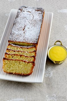 Almond lemon financier cake recipe, financier cake is a very refined quick bread and a great recipe to make for using your leftover egg whites. Serve it with some lemon curd on the side! Easy Cake Recipes, Healthy Dessert Recipes, Fun Desserts, Sweet Recipes, Baking Recipes, Delicious Desserts, Yummy Food, Citrus Recipes, Financier Cake