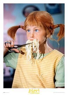 Härlig Pippi Poster på en av våra mest älskade personer från Astrid Lindgrens värld. Den här Pippi Poster visar Pippi Långstrump i full färd med att äta spaghetti. Finns i många olika storlekar ända upp till 50 x 70 cm. Passar lika bra i barnrummet som på hemmets övriga väggar. Du kan också bygga en trendig tavelvägg genom att utgå från Pippi Poster och bygga vidare med andra passande motiv. Häng upp med våra tavelramar eller en modern posterhängare. Positive Inspiration, Room Pictures, Pretty Photos, Backrounds, My Childhood Memories, Amazing Photography, Cool Kids, The Dreamers, Poster