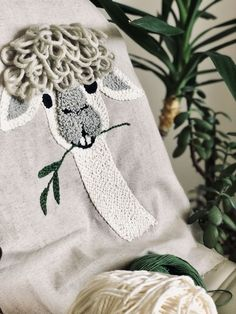 Lama punchneedle - Rug Making Floral Embroidery Patterns, Embroidery Art, Embroidery Stitches, Embroidery Designs, Punch Needle Kits, Punch Needle Patterns, Kids Pillows, Rug Hooking, Crochet Yarn